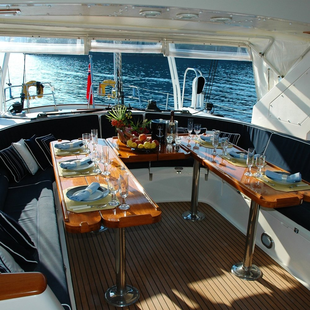 Drinks and food at your yacht