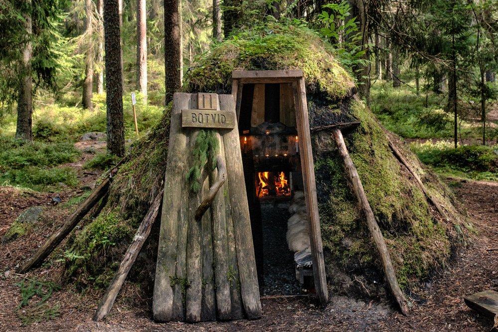 Kolarbyn_Ecolodge_forest_hut_1.jpg