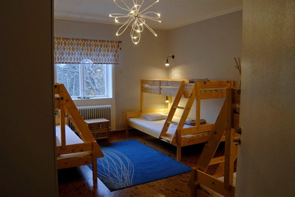 Jokkmokk_guesthouse_6-bed_room.jpg