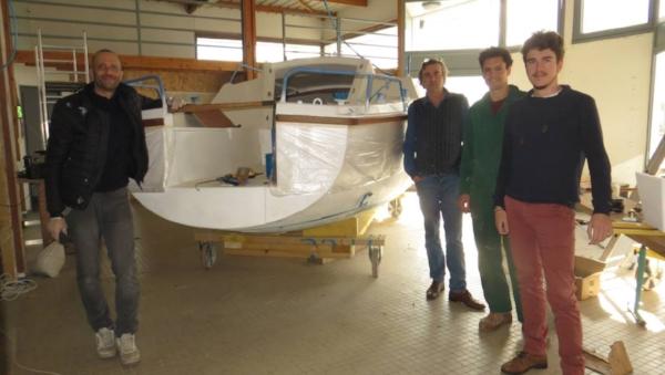 Samuel, Romain, Mathis et Didier – la belle équipe de Bathô – dans l'atelier. | Ouest-France