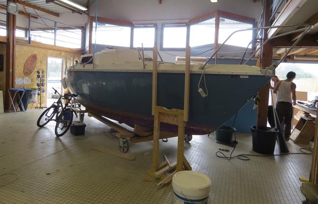 Un des bateaux actuellement en cours de rénovation chez Bathô. - Quentin Burban / 20 Minutes