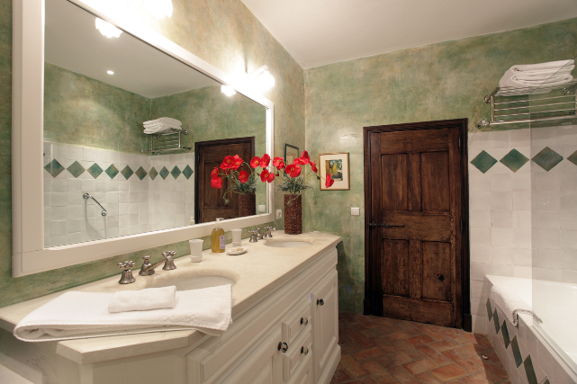 Coquelicot bathroom