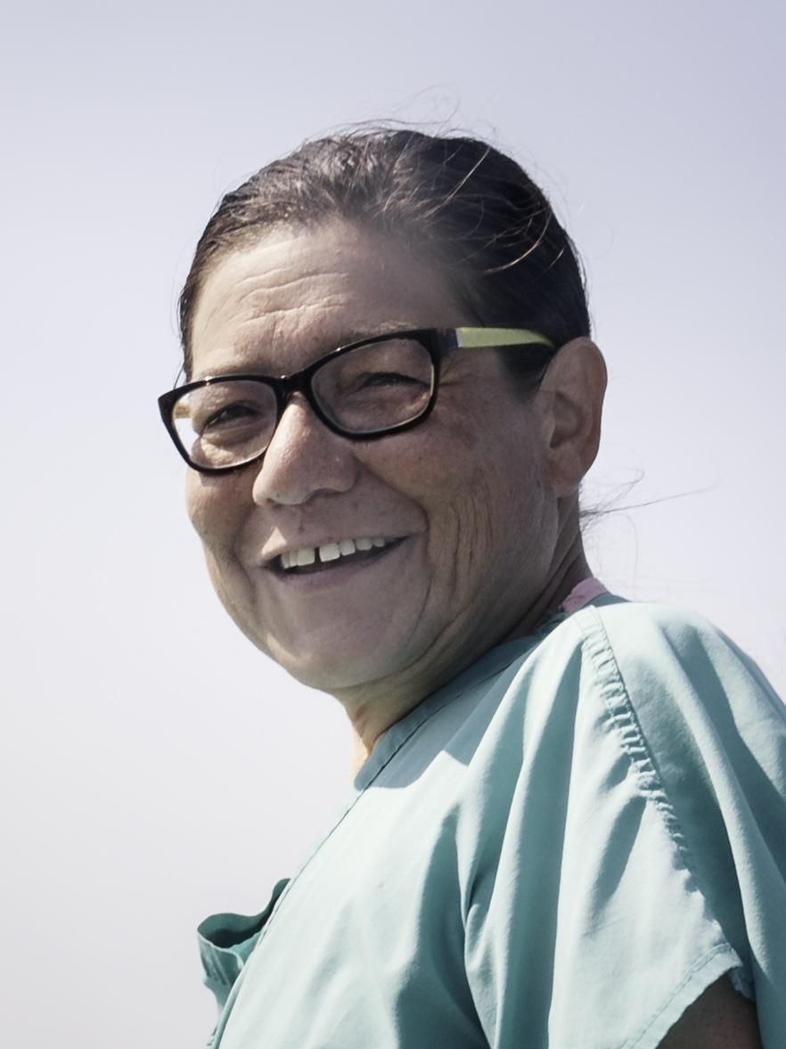 """Alma Garcia - """"Living on boat was always my dream.""""Infirmière à la retraite, Alma a aujourd'hui réalisé son rêve, elle possède six bateaux dont un sur lequel elle habite depuis 6 ans.""""I'm still the same person""""Il y a encore quelques années, Alma pesait plus de 180 kg. Après une opération chirurgicale, elle a perdu du poids. Ce qui l'a profondément marqué c'est le changement de comportement des gens à son égard. Elle me dit que pourtant, elle, au fond, elle n'a pas changé."""