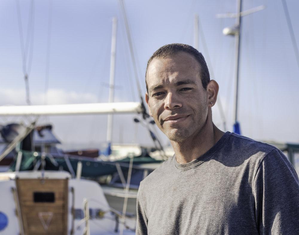 """Tom Bolton - """"I like the community spirit, there are always things happening.""""Tom Bolton est un enfant de la communauté de Sausalito. Il habite aujourd'hui à San Francisco mais il est né et a grandi sur un bateau. Il retourne régulièrement sur les pontons de la marina rendre visite à sa grande famille."""