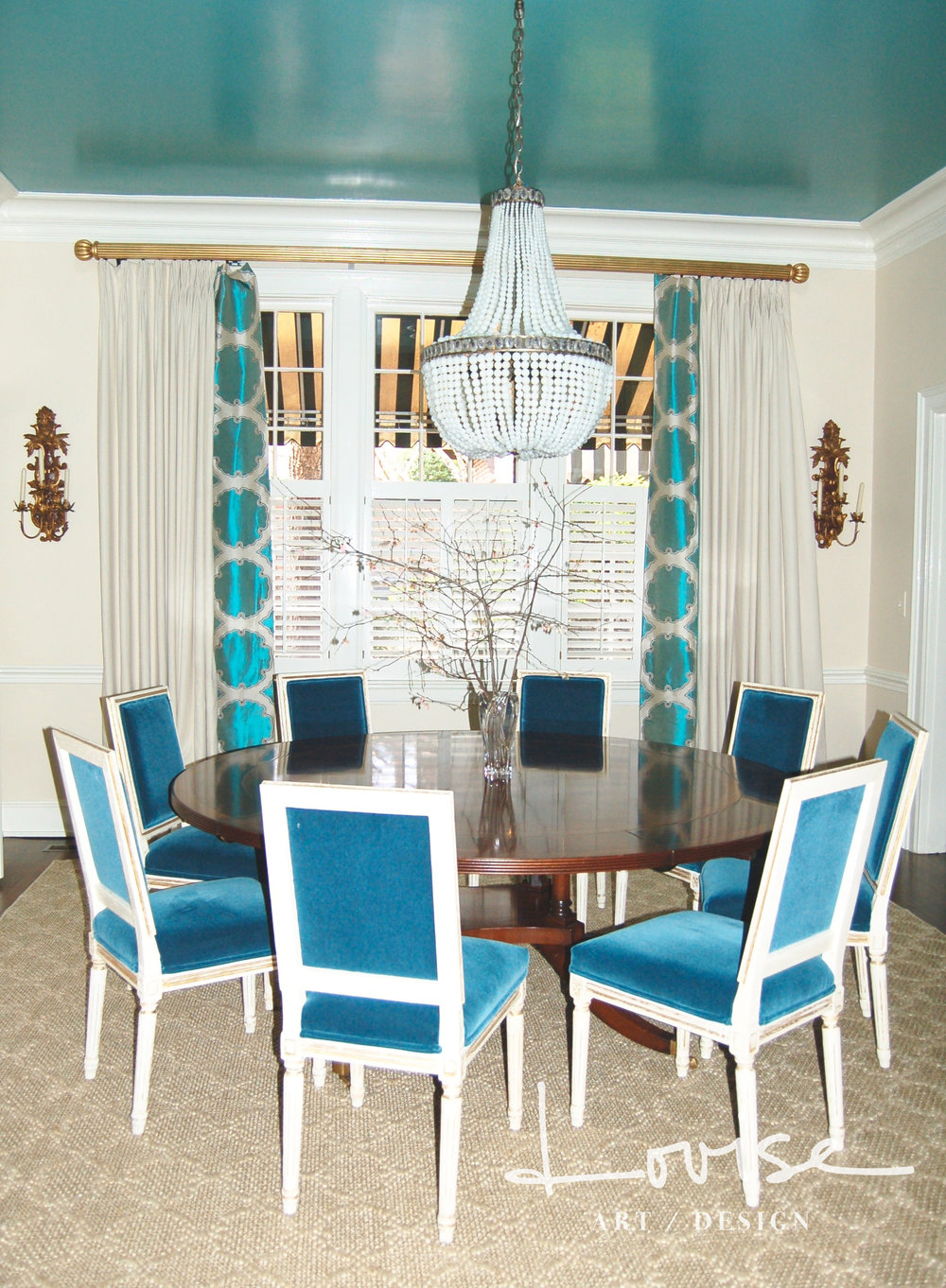 Dining room with teal lacquered ceiling and velvet chairs