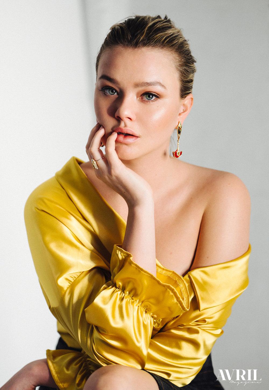 Photographer: @avrilfranco_photographe  Model: @clodelle  Stylist and art direction: @justinegagnonstyliste  MUA: @hnt.mua  Blouse: @shakomontreal  Earrings: @k8jewelry  Ring: @invidiosajewelry