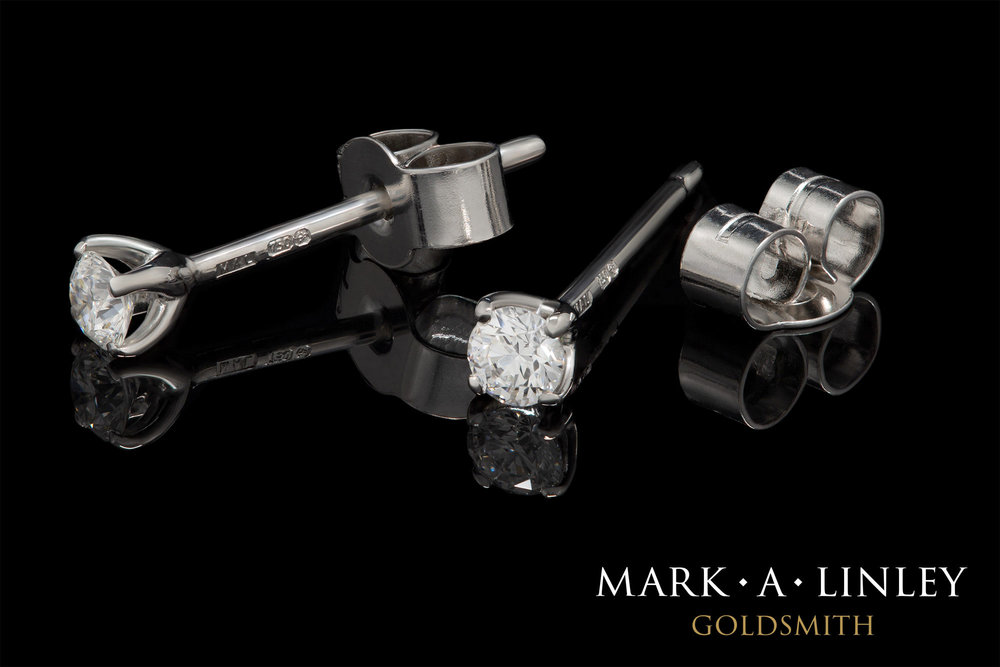 18ct white gold diamond 4-claw studs