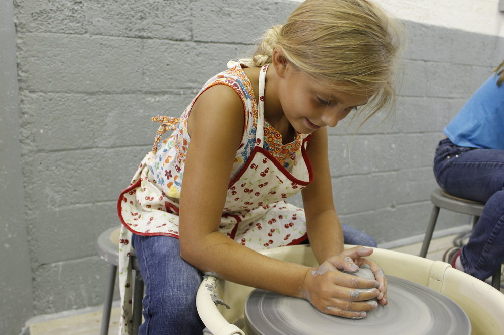 Blonde_girl_throwing_on_the_pottery_wheel.JPG