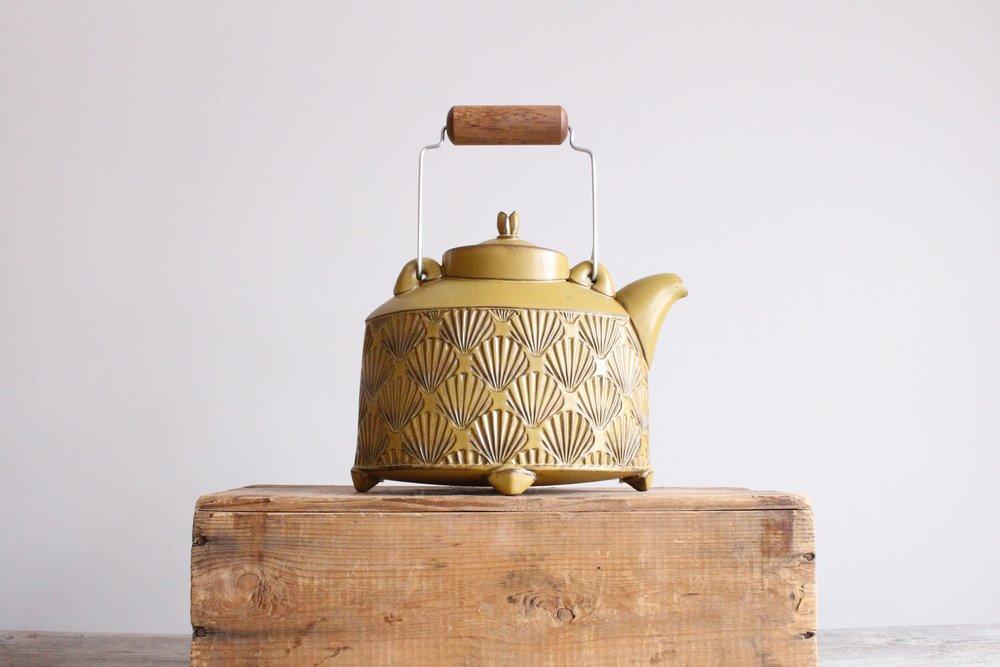SP Shell Teapot in Gold.jpg