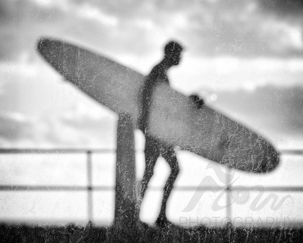 Alien Surf Invasion   Through the sea spray on the window of a grubby seaside café the world takes on a strange twist.....