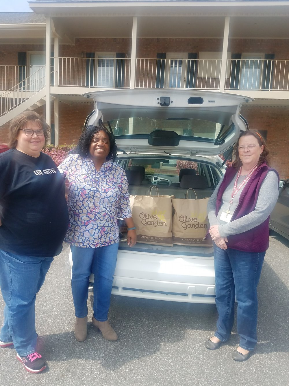 Special thanks to Woodland Forest Elementary PTA for providing lunch to our shelter residents. Below is a picture of TP staff and Woodland PTA representative!