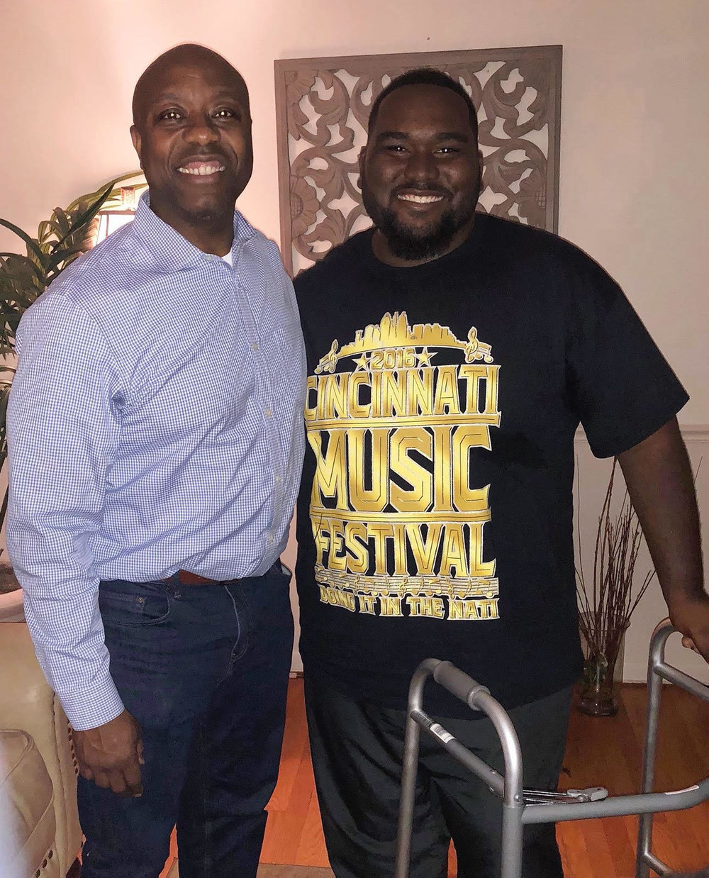 Sen. Tim Scott, R-S.C., visits his former intern, DaQuawn Bruce, after he was wounded in a drive-by shooting. (Courtesy Sen. Tim Scott's office)