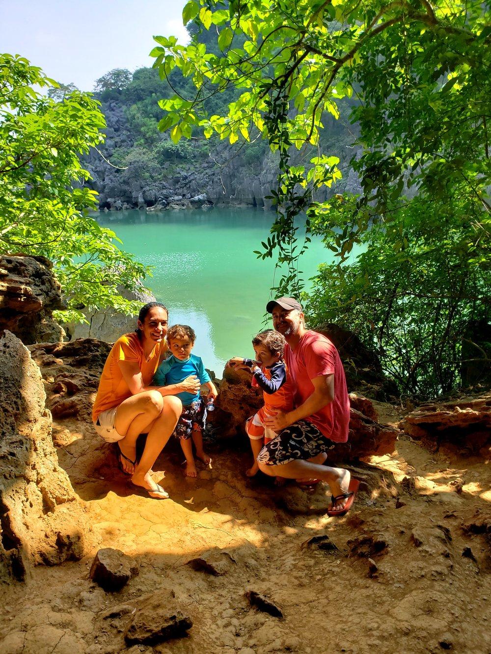 Lago que fica atrás da caverna.