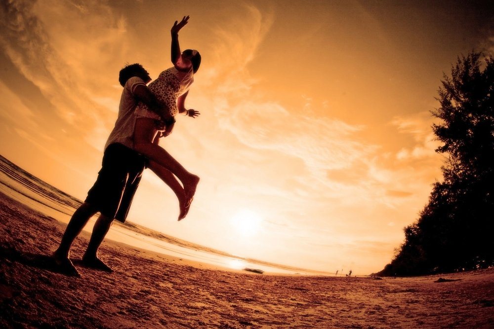 couple-hugging-joy-silhouettes-wallpaper.jpg