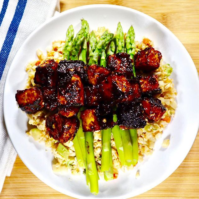 Szechuan marinated tempeh over asparagus and cauliflower fried rice!