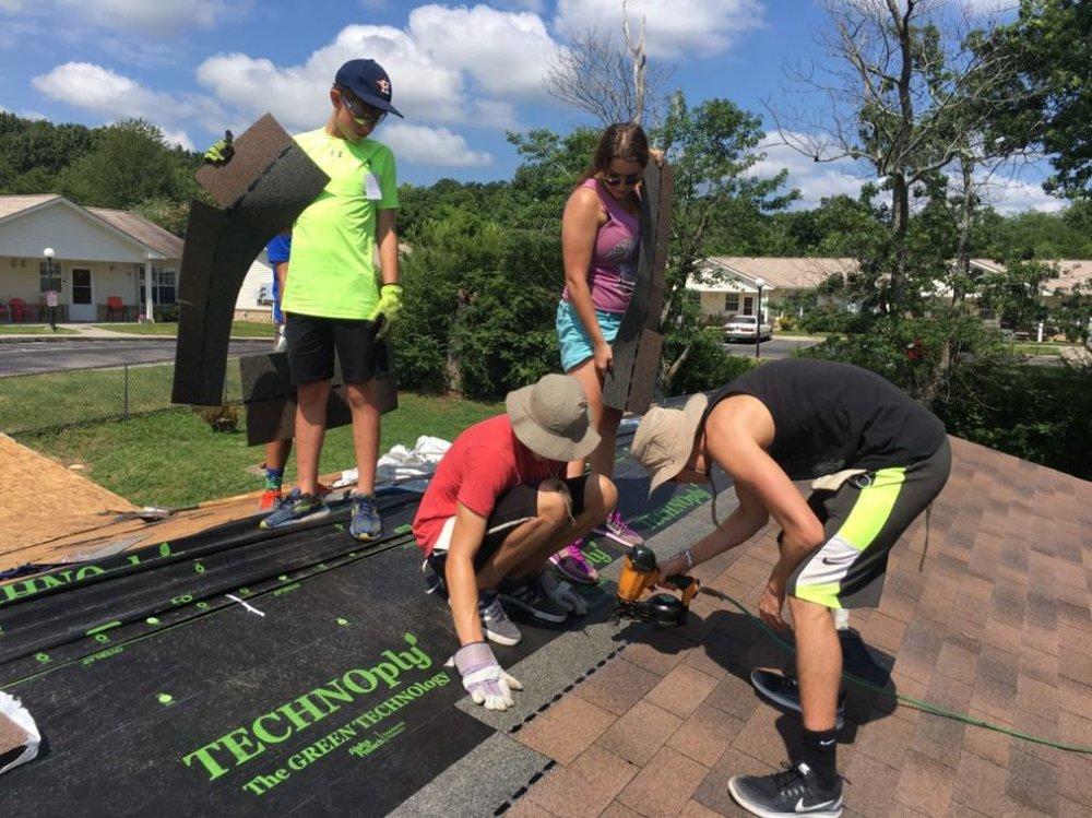 Johansen-Roofing-Volunteers-from-Baton-Rouge-LA-1024x768.jpg