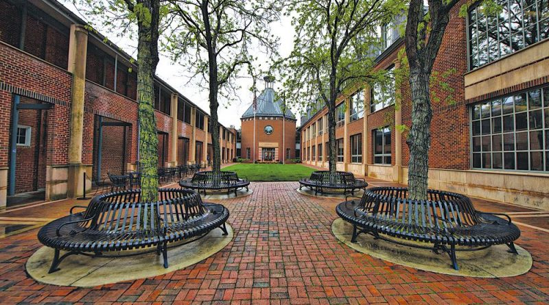 Leesburg's Town Hall court yard