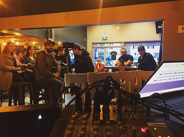 Merci à tous ceux qui sont venus supporter le podcast hier soir !!! Félicitation à @four.rivers.brew pour leur fabuleuse première année! Thanks to @redheaded_beerguy for once again bringing knowledge to our stupidity.  Thanks for all the love!  #supportlocal #carestedanslacave #pasicittepourunpicnik