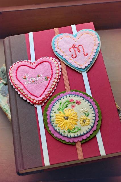 valentine-felt- bookmark.jpg