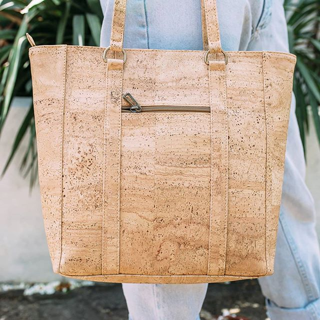 Your classic everyday tote – reimagined with the softest, toughest, lighter than air cork material available. The Airyday Tote is just the right size for everyday use, has tons of extra pockets to keep you organized, and goes with every outfit! 🌿 (shop link in profile)