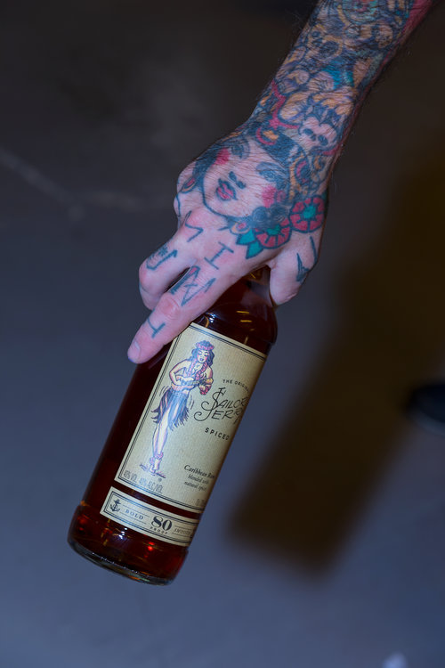 sailor+jerry+spiced+rum+bottle+tatoo+Señor+Erreka+photo+editorial+fotografia+publicidad+producto+tabletop+botellas+españa+spain+commercial photographer.jpg