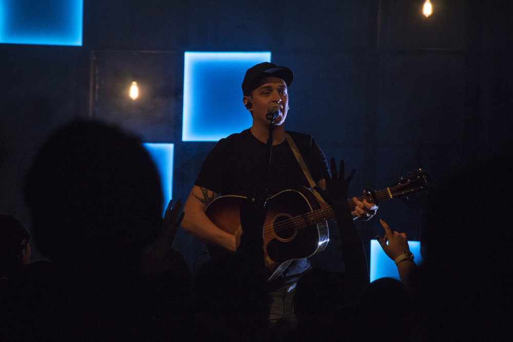David Schomer leads worship at the Student Leadership Summit in 2017.