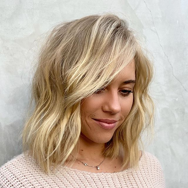 Back to my salon life this week. I really enjoy seeing my clients and being able to create with them. Always trying to push through my technique and the beauty of my craft. Definitely proud to be a #crafthairdresser  Here is a fun blonde #LOB  I worked with my #featherplierrazor  With low elevation and and a moderately closed blade.