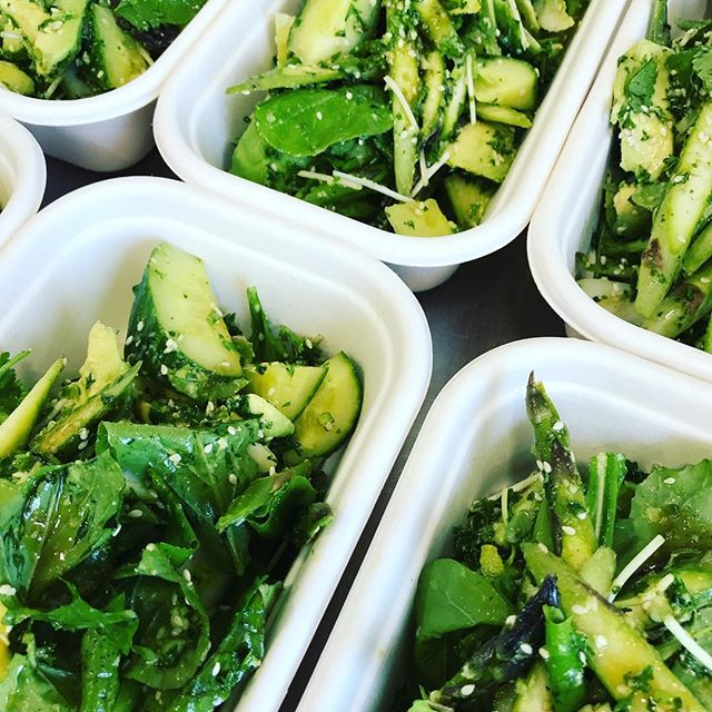 Greens Greens Greens come get your Greens 🥬 !! Today we have 2 salads available this one is a raw green salad with rocket, asparagus, avocado, cucumber, sprouts, herb pesto ( vegan ) & a sesame dressing GF DF V 🌱 stay tuned for the second option. . . . #jaksisland #nelsonshines #cheflife #love #jaksislandcatering #lunch #saladbowl #glutenfree #vegan #dairyfree #nzavocado #lunchbox #grabandgo #bosslady #gettingitdone #nelsonnz #flightcoffee #sunsout #nourish #healthyfood