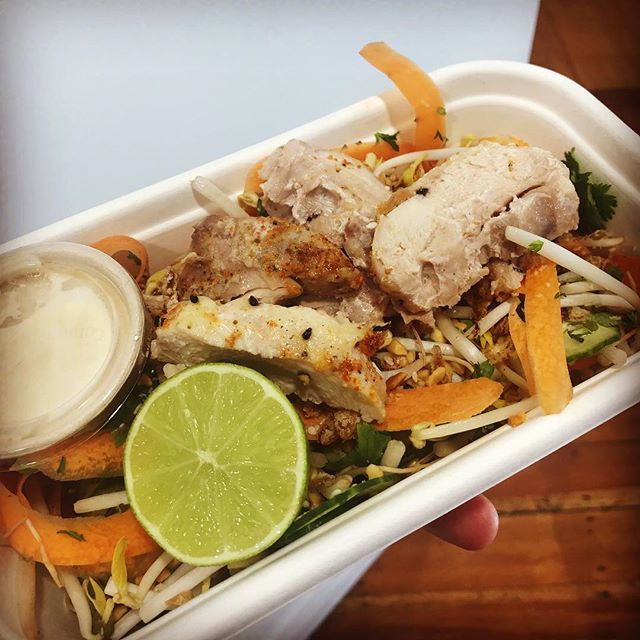 Salad bowl today Thai chicken bowl mung bean, carrot, coriander, lime, sesame, crispy shallots, peanuts, cucumber with @picspeanutbutter satay dressing also available without chicken. . . . #jaksisland #jaksislandcatering #saladbowl #nelsonshines #cheflife #love #goodfood #nourish #lunch #lunchbox #freerange