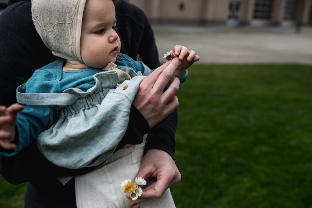 day in the life family portraits in puyallup by seattle documentary photographer anna nodolf