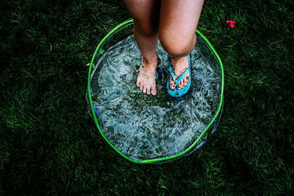 summer sprinkler mini session by seattle family photographer anna nodolf-15.jpg