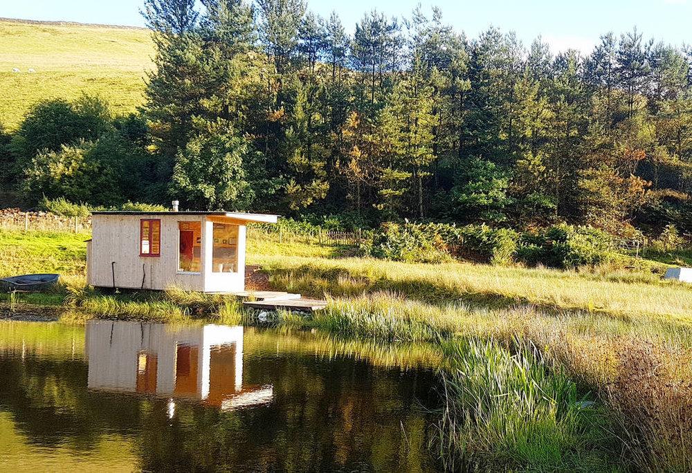 Caban-cilfa-sunny-lake