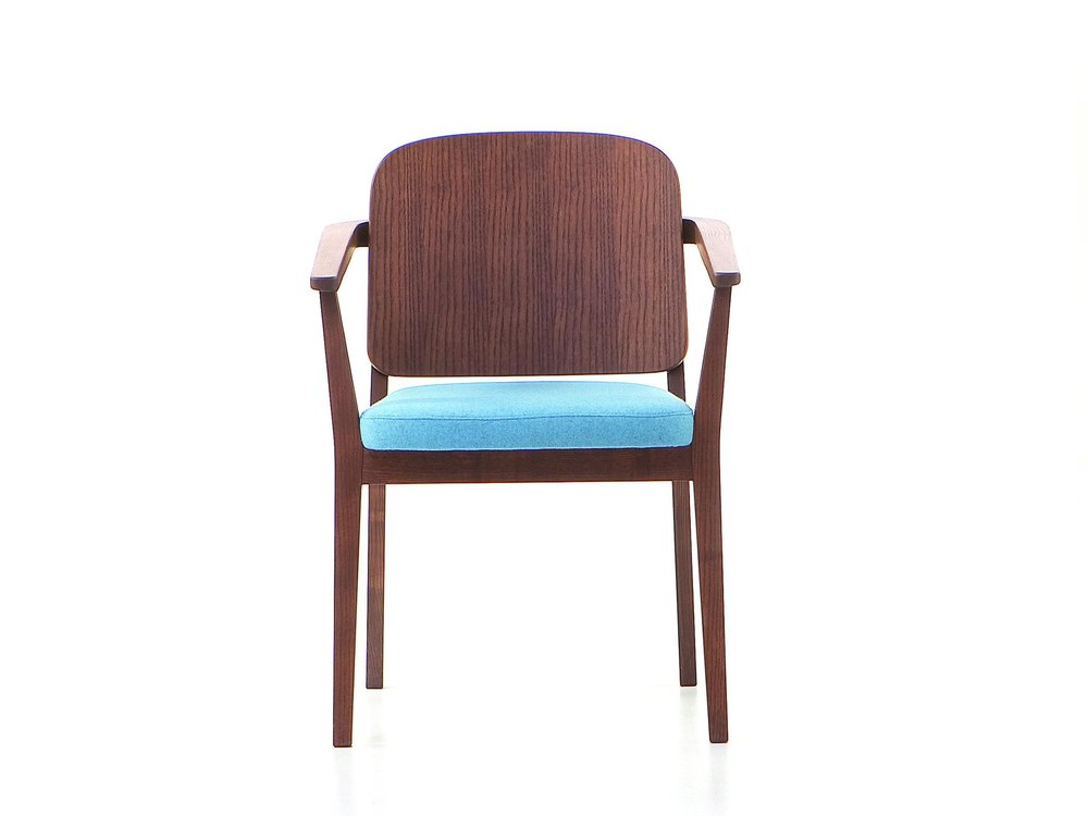 VER_Chelsea_armchair_woodback__front_c.jpg