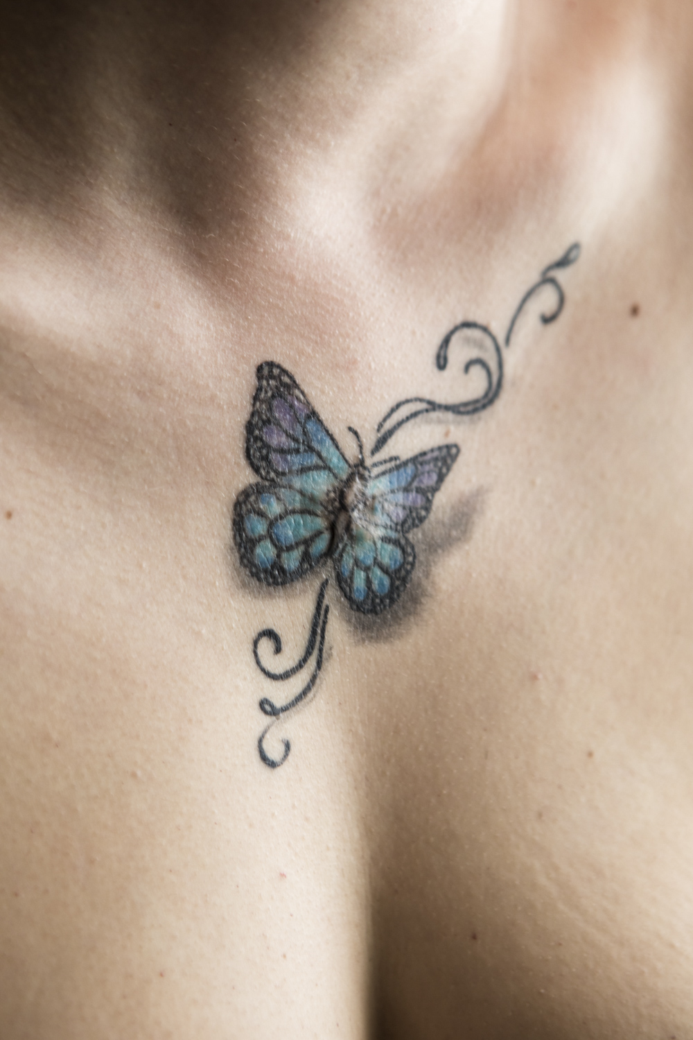 The center of the butterfly covers a stab wound on Wiktorija's chest.