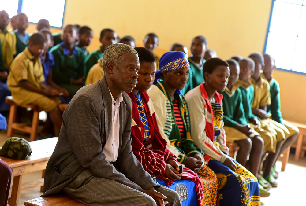 Parents at EP Rutsiro attend a nutrition training on the importance of a balanced diet taught by GHI-trained teacher Nyirabukeyengenda Marguerithe.