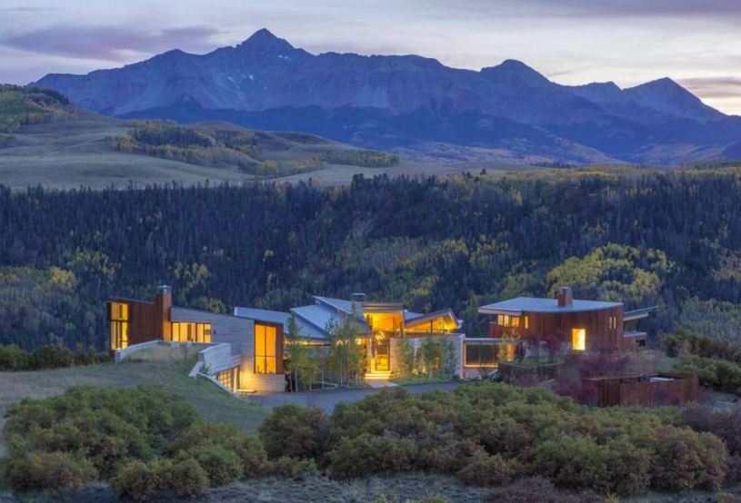 The indoor recreation enthusiast will enjoy the activity wing of Telluride, Colorado's  Sunset Ridge , equipped for billiards, ping-pong, and personal gaming, all the while admiring magnificent mountain views.