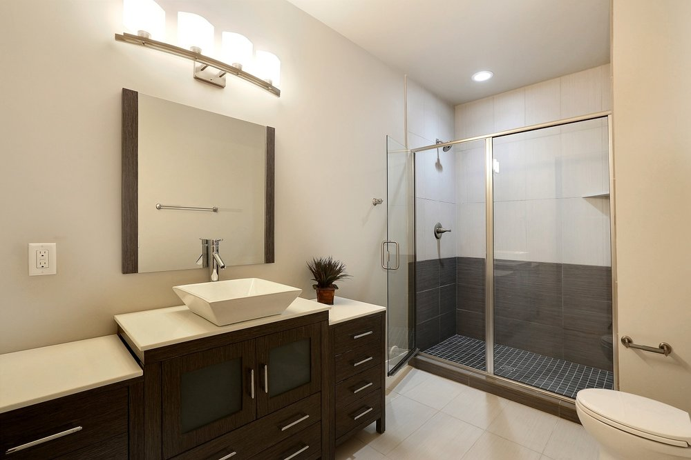 2nd Bathroom Small.jpg