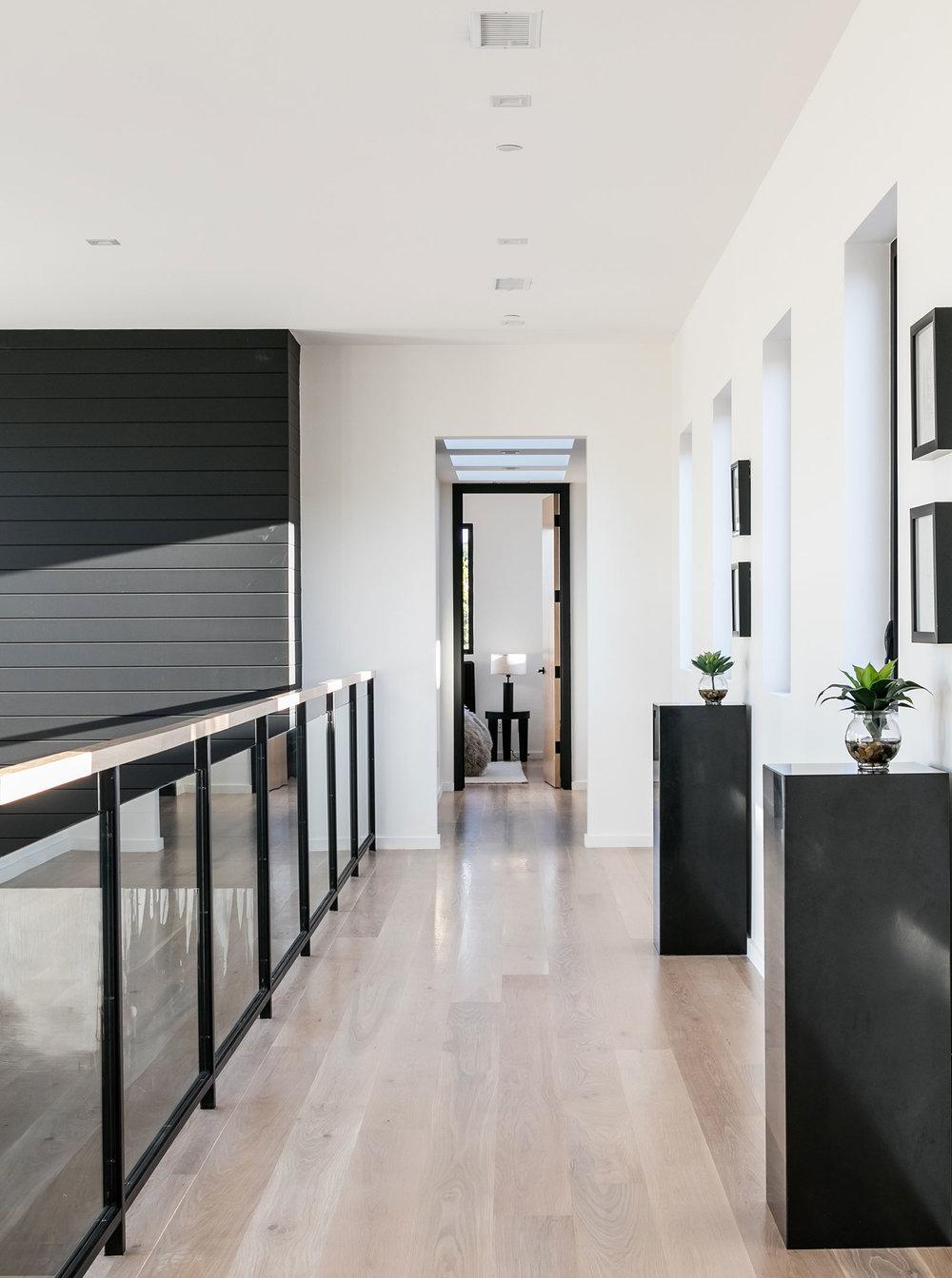 7-SiliconBay-contemporary-architecture-hallway-Losangeles.jpg