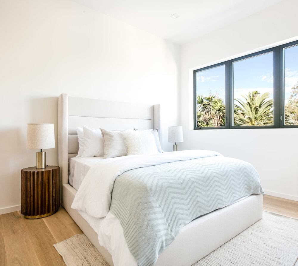 14-Bedroom-guest-los-angeles-contemporary-SiliconBay.jpg