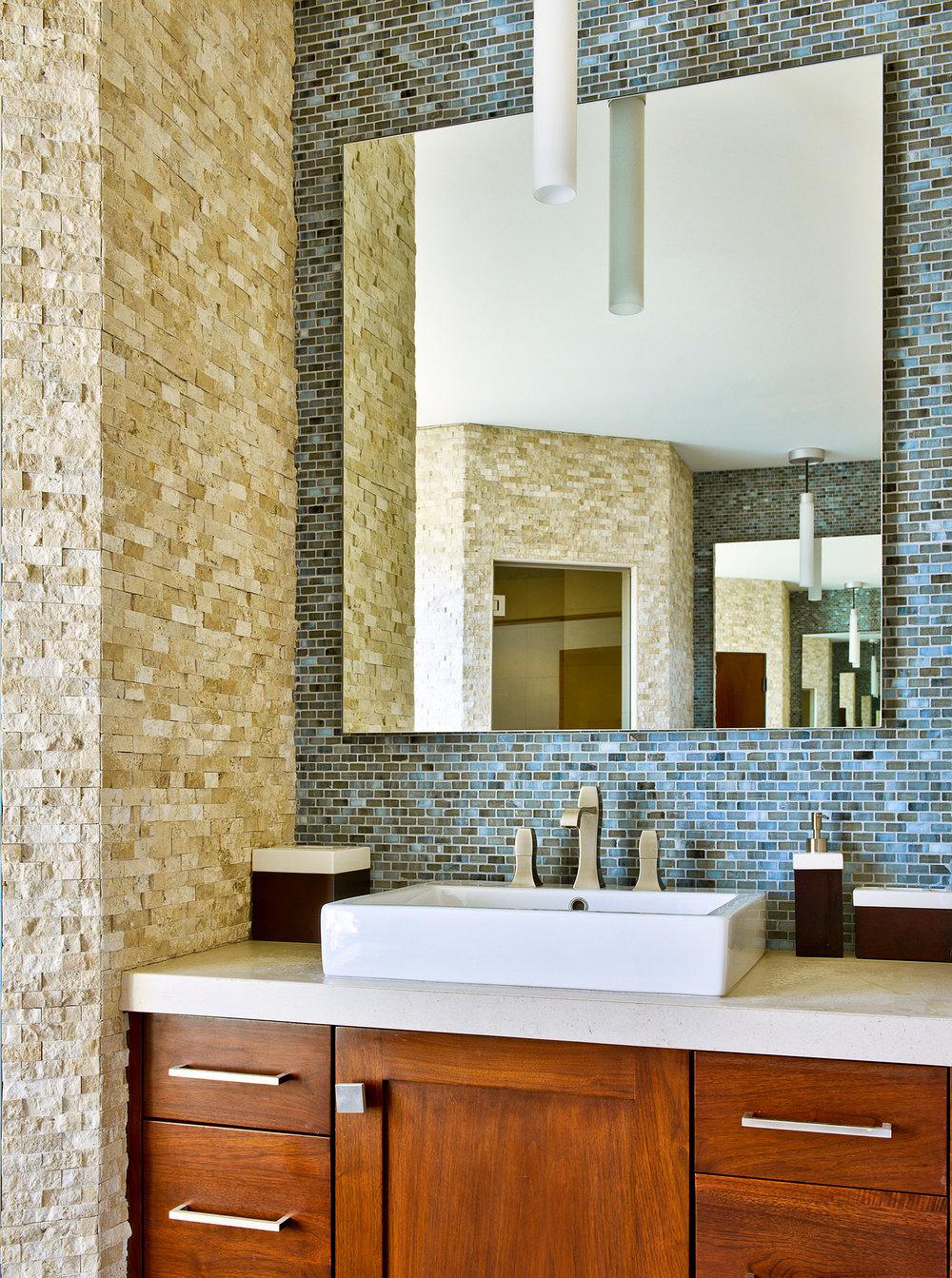 17-bathroom-modern-LosAngeles-SiliconBay.jpg