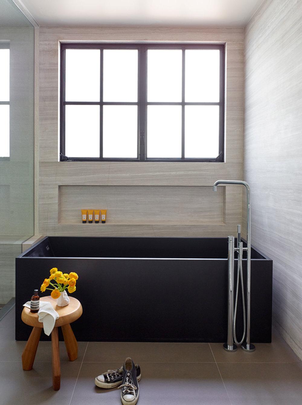 SiliconBay-modern-bathroom-tub-losangeles.jpg