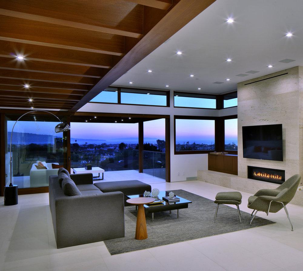14-modern-architecture-ManhattanBeach-views-livingroom-SiliconBay.jpg