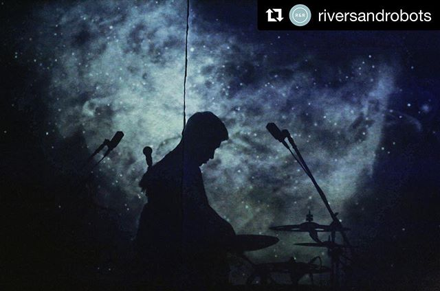 Magical visuals for a memorable first night of the @riversandrobots Discovery tour with @atlasrhoads in #Manchester. 27.9.18 • • • #livemusic #riversandrobots #ukworship #discoverytour