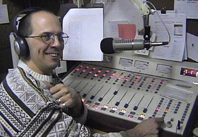 Pic of Dave Michaels radio.jpg