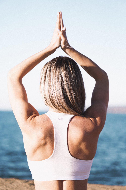 alo yoga base bra
