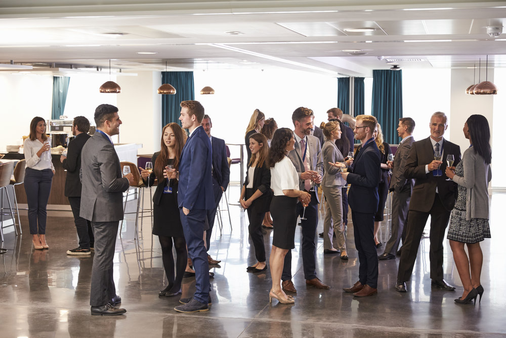 delegates-networking-at-conference-drinks-PJX2DZ7.jpg