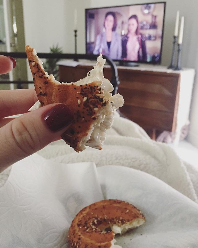 Maternity leave has been full of a lot of hustle and bustle as we try to prepare for both baby and Christmas. But I'm trying to prioritize restful moments like this too - cuddled up with a fuzzy blanket, eating satisfying food (today it's Trader Joe's GF everything bagel + cream cheese), and Gilmore Girls on repeat. I'll be right here for as long as these restless legs allow me to✌🏻