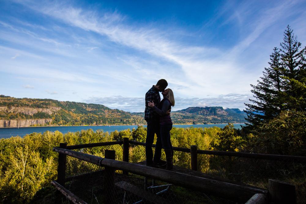 Columbia-Gorge-BridalVeil-Engagement-001.jpg