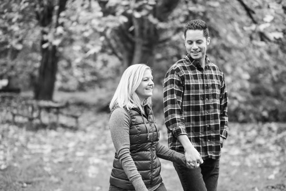 Columbia-Gorge-BridalVeil-Engagement-007.jpg