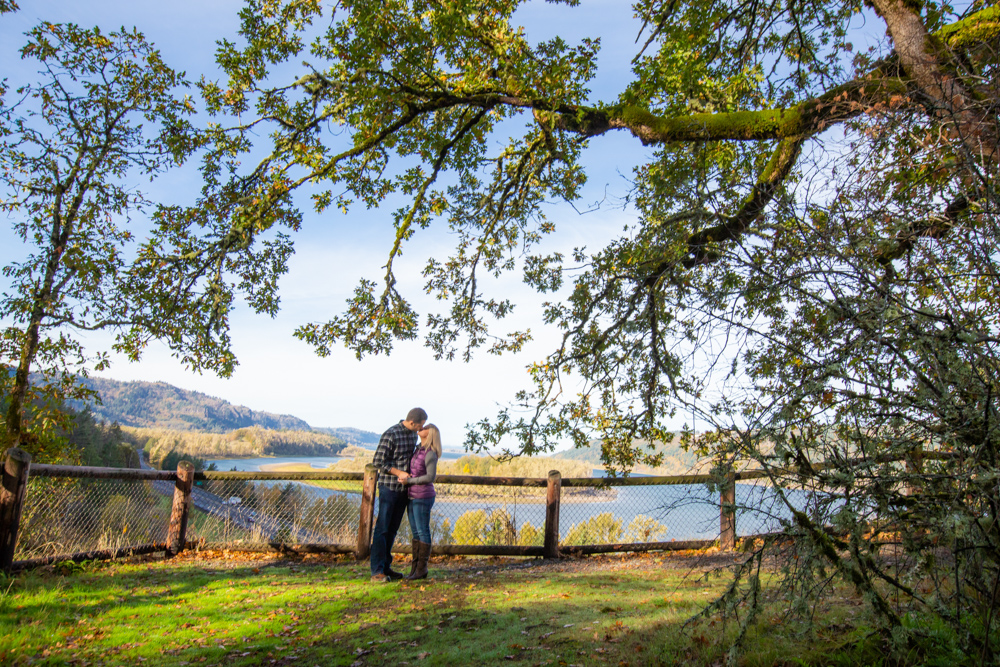 Columbia-Gorge-BridalVeil-Engagement-009.jpg